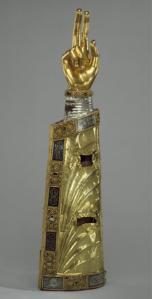 reliquary arm 1230